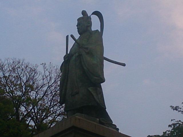 横浜にある掃部山公園の名前の由来とは?日本を開国した井伊直弼【銅像 幕末写真館】