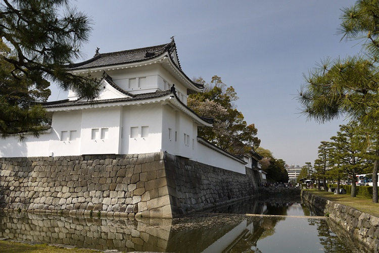 二条城/写真 徳川慶喜が大政奉還したことで有名な世界文化遺産 二条城【お城 幕末写真館】